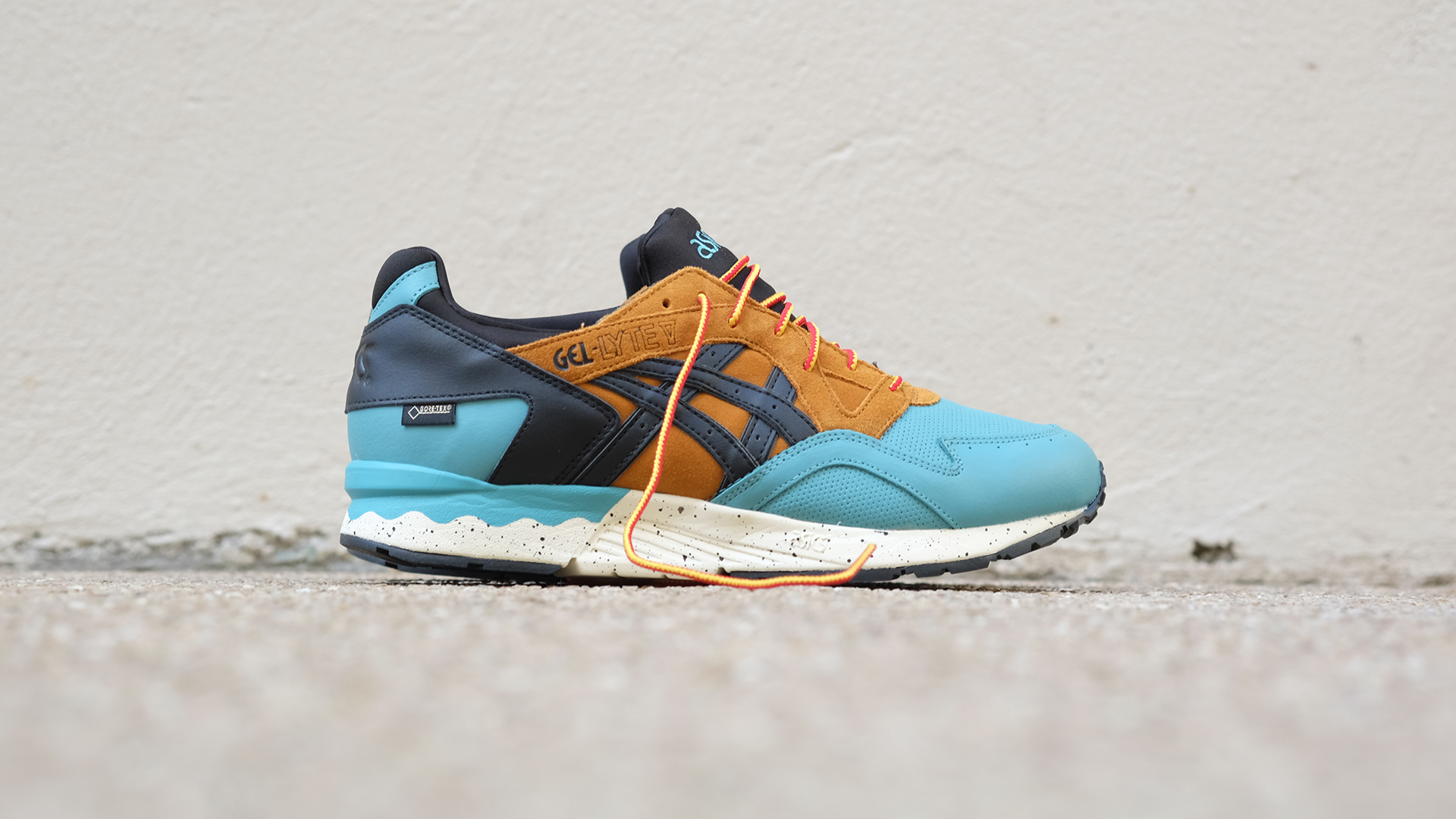 SLIDERS-ASICS-GORETEX